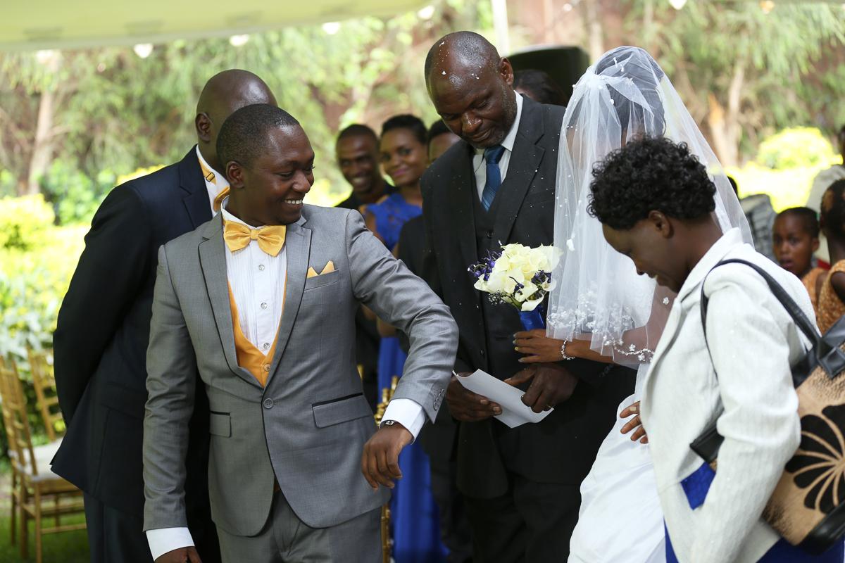 Top Nairobi Wedding PPhotographers-Best Nairobi Wedding Photographers–Best Kenya Wedding Photos – Kenyan Weddings – Nairobi Wedding Photographers – Kenyan Wedding Photographers – Maro Gardens (16)