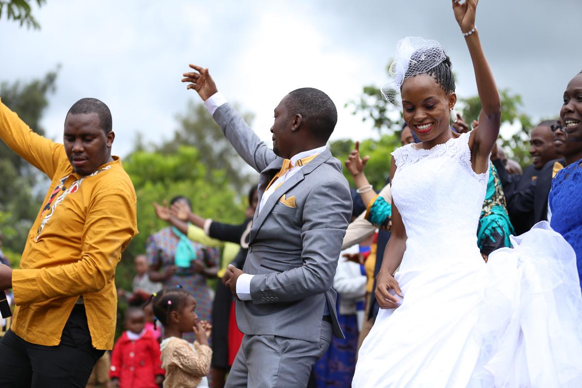 Top Nairobi Wedding PPhotographers-Best Nairobi Wedding Photographers–Best Kenya Wedding Photos – Kenyan Weddings – Nairobi Wedding Photographers – Kenyan Wedding Photographers – Maro Gardens (37)